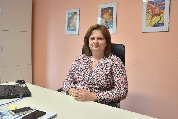 Riaditeľka SOŠT Diana Košťálová. Žiaci rožňavskej technickej školy budú od nového školského roka praxovať u najväčšieho zamestnávateľa vokrese.