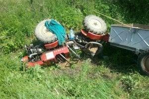 V obci Brezovička v Sabinovskom okrese sa dnes popoludní prevrátil traktor do priekopy. Zranila sa jedna osoba, o ktorú sa postarali záchranári. Hasiči vykonali protipožiarne opatrenia.