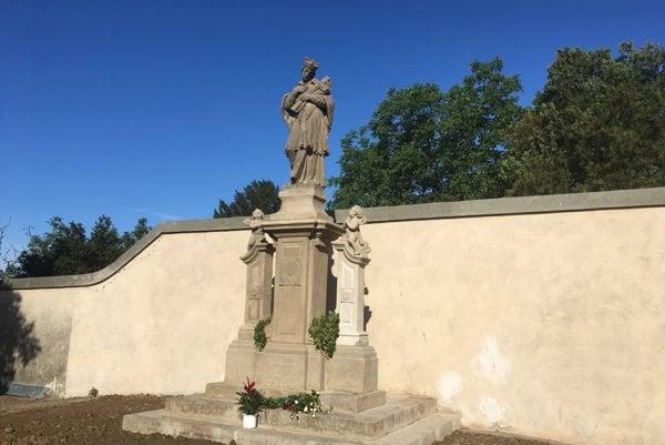 Zrenovovaná socha.