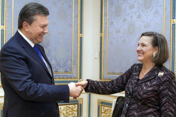 Victoria Nulandová na stretnutí s Viktorom Janukovyčom.