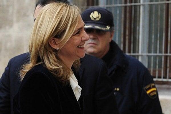 Cristina prichádza na súd.