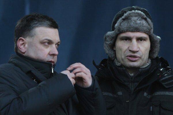 Vitalij Kličko (vpravo).