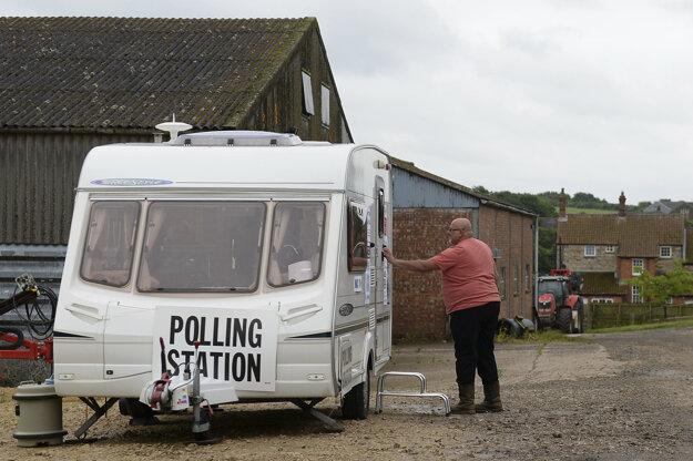 V dedinke Garthorpe hlasovali ľudia v karavane.