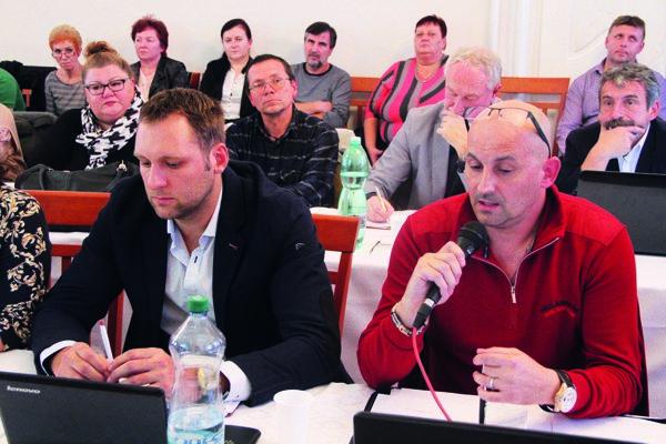 Podpredseda klubu Marek Holub (vľavo) a predseda Roman Šíra. Dvaja poslanci na udržanie klubu nestačia.
