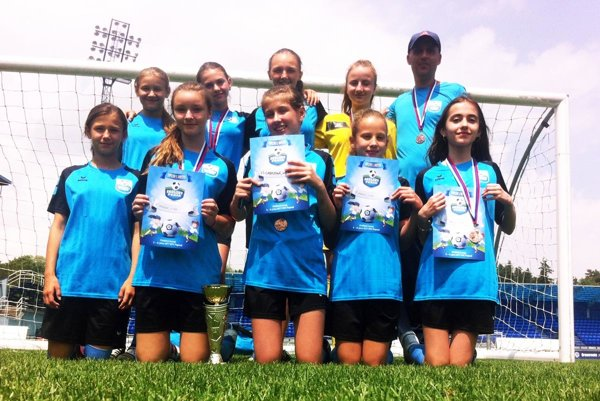 Dievčenský tím zo ZŠ Cabajská skončil tretí v Školskom pohári SFZ.