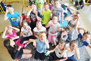 Deti sú spinnerom nadšené.