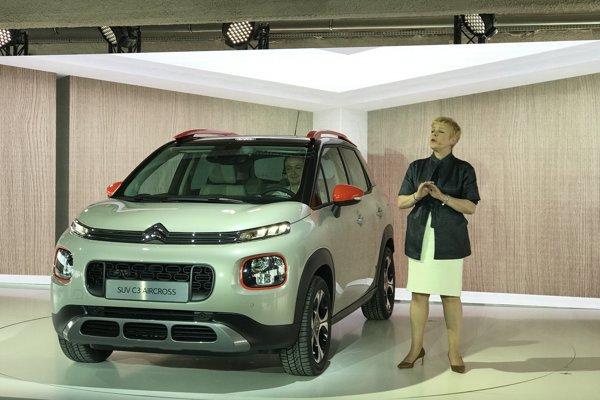 Riaditeľka Citroënu Linda Jackson pri novom modeli C3 Aircross.