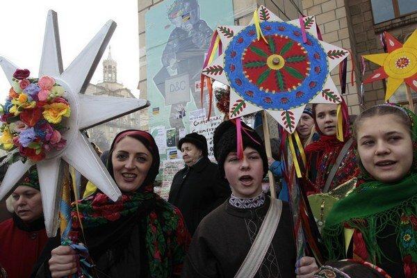 Ukrajinci protestujú i slávia Vianoce.