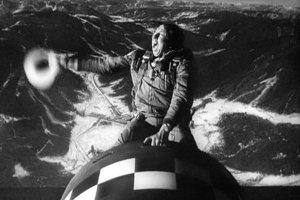 Najznámejším filmom zobrazujúcim šialenstvo jadrového vyzbrojovania je Kubrickova čierna komédia Doktor Divnoláska z roku 1964, v ktorom pomätený veliteľ americkej základne rozpúta nukleárny konflikt so Sovietmi.