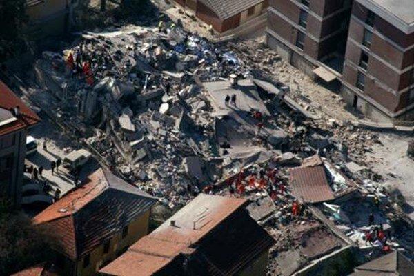 Mesto po zemetrasení.