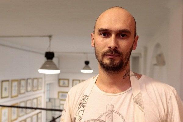 NIKOLAJ LILIN (1980) sa narodil v Benderi v Moldavsku, kde žil do 18 rokov. Po dvojročnej službe v armáde bojoval vo vojne v Čečensku. Pracoval v bezpečnostných službách v Rusku aj v Izraeli, v roku 2003 sa presťahoval do Talianska. Vydal štyri kn
