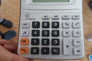 Kurióznu kalkulačku predávali včínskom obchode.