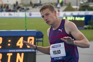 Ján Volko v cieli behu na 200 metrov.