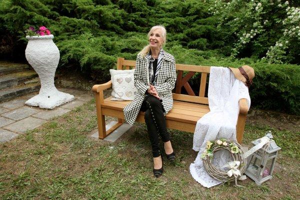 Mária Kráľovičová na svojej lavičke.