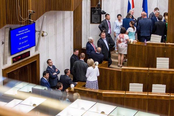 Poslanci hlasovali o novom šéfovi RTVS.