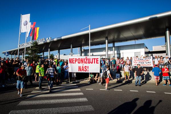 Štrajk v bratislavskom Volkswagene v utorok.