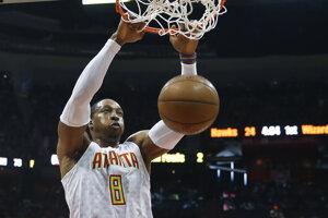 Dwight Howard sa v rámci zámorskej basketbalovej NBA sťahuje z Atlanty do Charlotte.