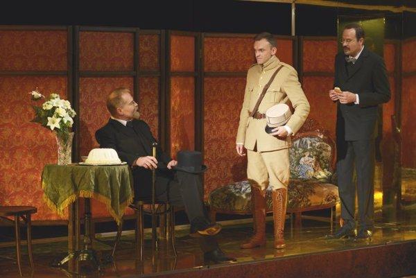 Zľava Marcel Ochránek (ako Masaryk), Martin Šalacha (Štefánik) a Martin Fratrič (Beneš).