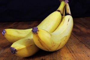 Banány. Jeden stredný banán obsahuje takmer 3 gramy vlákniny.