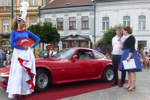 Súčasťou prehliadky bolo aj predstavenie vozidla.
