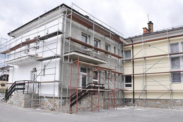 Budovu chcú zatepliť do konca júla.