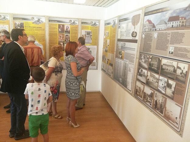 Výstava Žili medzi nami obsahuje mnoho textov, ktoré sa však oplatí prečítať.