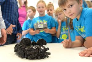 V rámci kreatívneho testovania vynálezov študenti predstavujú Špiónmyšku.