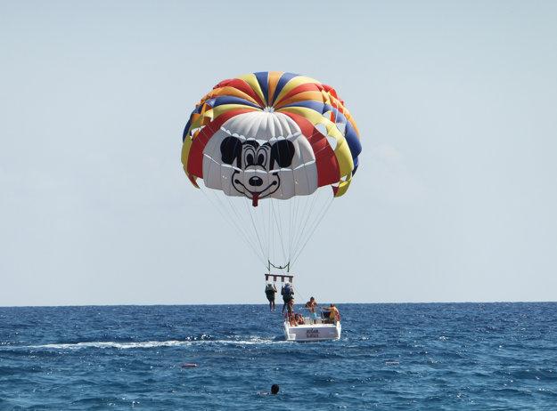 V Kemeri si možno užiť čisté teplé more a rôzne vodné športy.