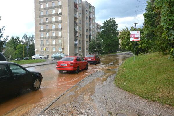 Záhradnícka ulica sa ocitla znovu pod vodou.