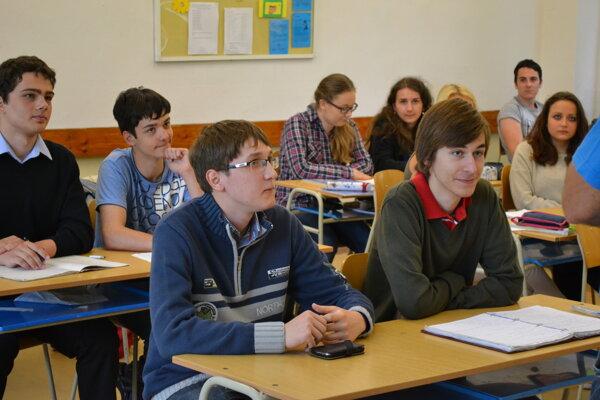 Školský rok končí aj pre 24 404 študentov žilinských župných škôl.