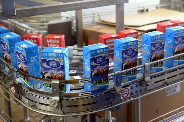 Na snímke výrobné priestory v mliekarni.