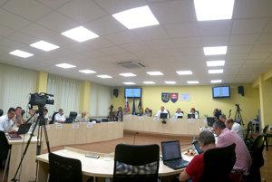 Mestské zastupiteľstvo vRožňave. Od ďalších volieb sa počet obsadených poslaneckých kresiel navýši.