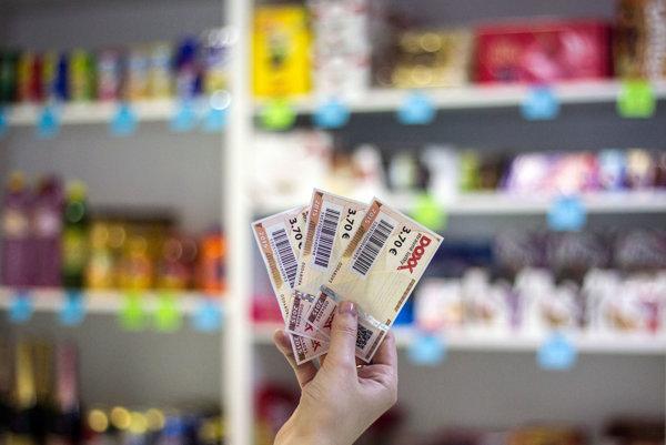 Karty by mali nahradiť papierové gastrolístky.