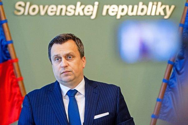 SNS Andreja Danka sa už do parlamentu dostala, keď sa stal jej predsedom chce sťažiť vstup iný stranám.