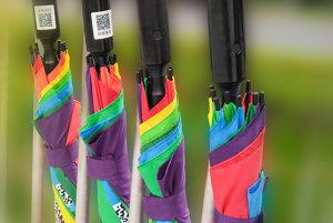 Dáždniky na zdieľanie.
