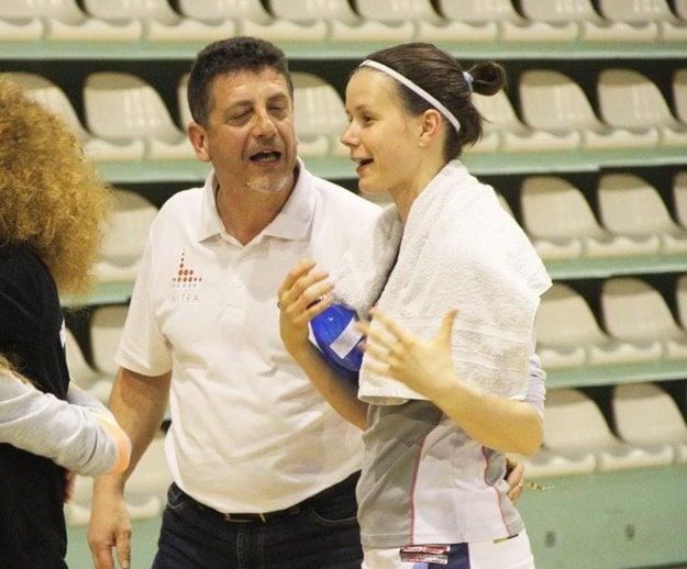 Prezident klubu Ladislav Sailer a Zuzana Babariková, po novom asistentka trénera.