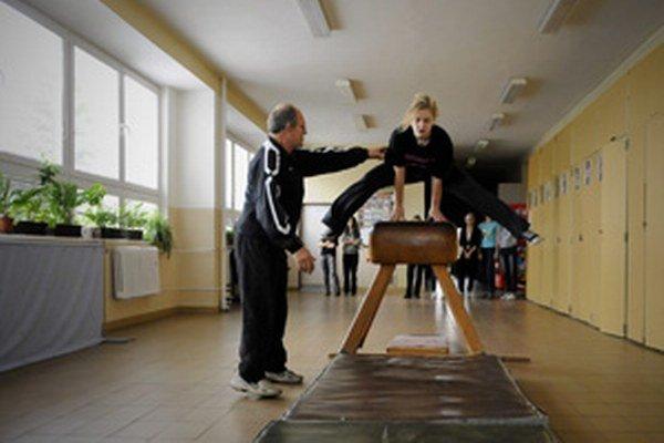 Niektorí žiaci sa snažia telocviku výhovorkami vyhýbať.
