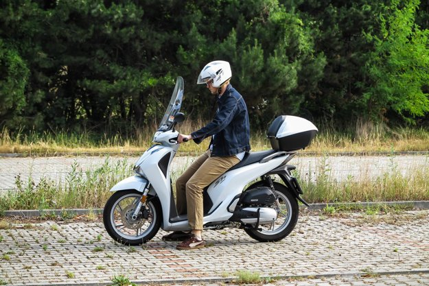 Lacnejší skúter Honda SH125i.