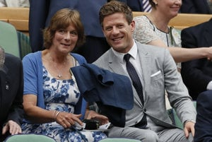 Herec James Norton so svojou matkou Valerie.