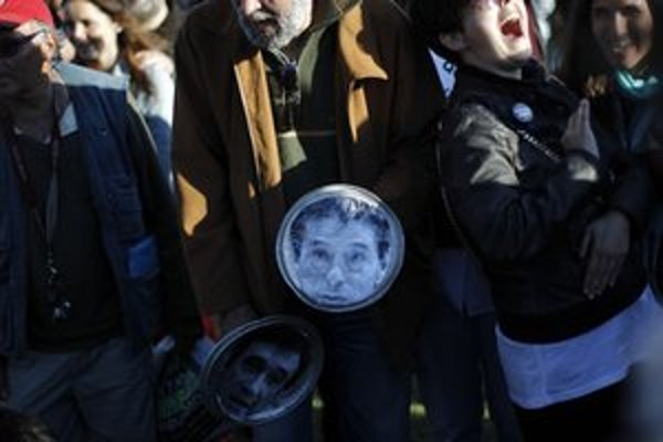 Portrét prezidenta na protivládnej demonštrácii.