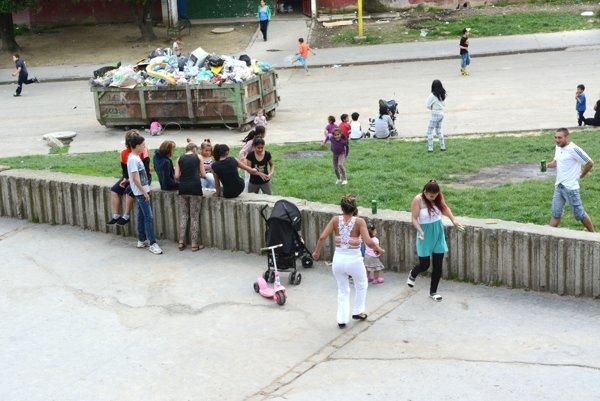 Pôjdu radšej na ihrisko? Deti už nebudú musieť posedávať po chodníkoch.
