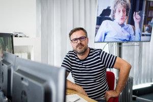 Divadelný a filmový režisér Patrik Lančarič dokončuje dokument o Miroslavovi Válkovi.