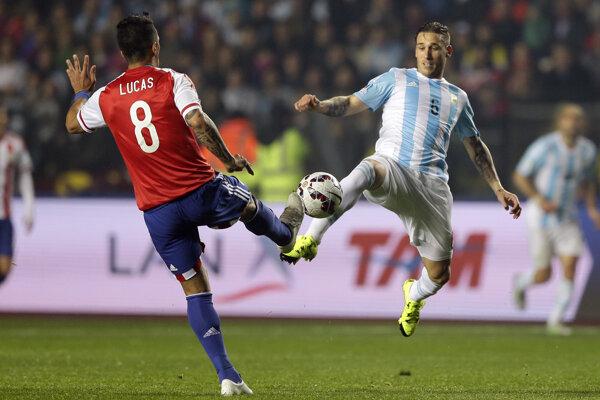 Lucas Biglia (vpravo) v drese argentínskej reprezentácie.