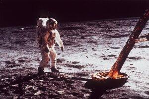 Pristátie na Mesiaci.