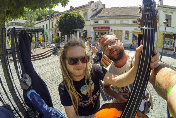 Kapela sa predstaví v uliciach slovenských miest.