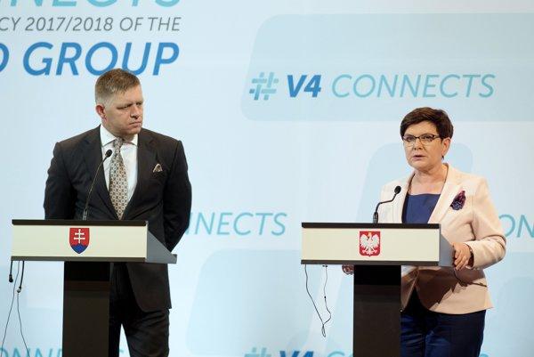 Predseda vlády Robert Fico s poľskou premiérkou Beatou Szydlovou počas júlového samitu V4 v Budapešti.
