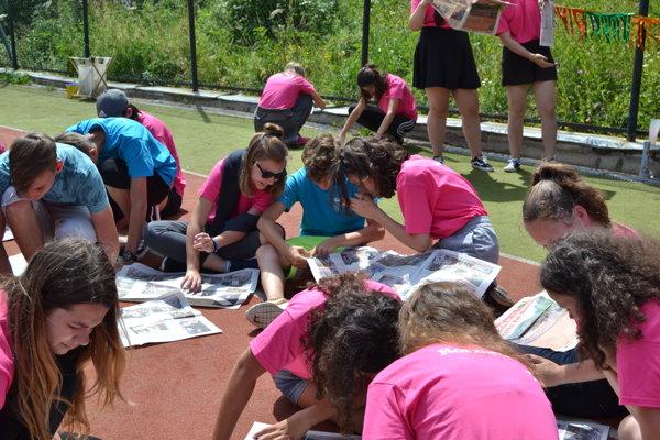 Korzárik je na svete. Čítame naše vlastné táborové noviny.