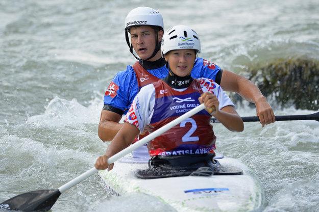 Eva Diešková a Tomáš Džurný sedeli pred šampionátom v lodi iba desaťkrát.