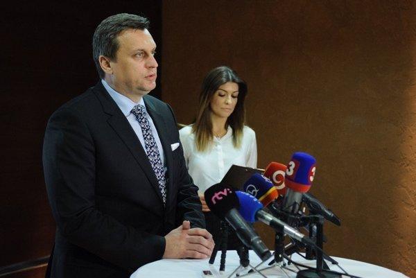 Prepustená. Eva Kliská a predseda SNS.