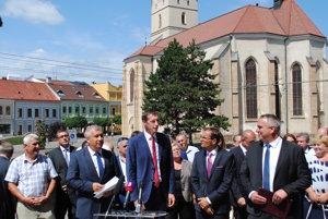 V Prešove podpísali opozičné strany zmluvu pred voľbami do VÚC.